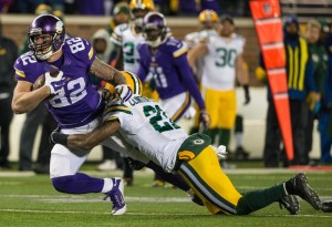 Nov 22, 2015; Minneapolis, MN, USA; Minnesota Vikings tight end Kyle Rudolph (82) breaks a tackle from Green Bay Packers safety Ha Ha Clinton-Dix (21) during the third quarter at TCF Bank Stadium. The Packers defeated the Vikings 30-15. Mandatory Credit: Brace Hemmelgarn-USA TODAY Sports